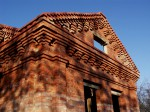 Старинный фронтон из кирпича
